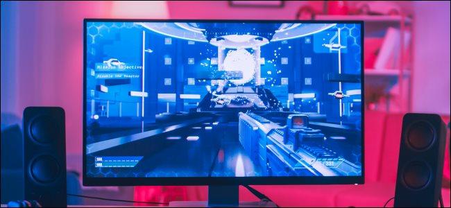 Um monitor de computador desktop com um jogo de PC.