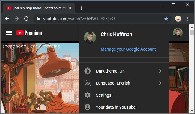 Site do YouTube com o tema escuro ativado