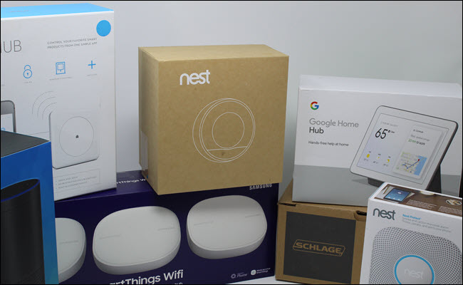 Um termostato nest, google home bub, nest protect, Schlage Smart lock, hub Wink, hub SmartThings Wifi e Amazon Echo.