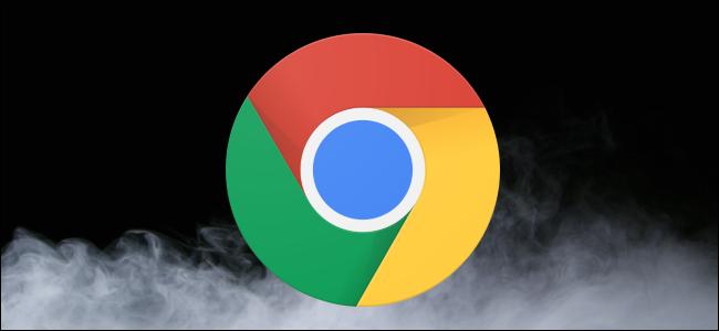Logotipo do Chrome sobre um fundo escuro com nuvens de fumaça de gelo seco.