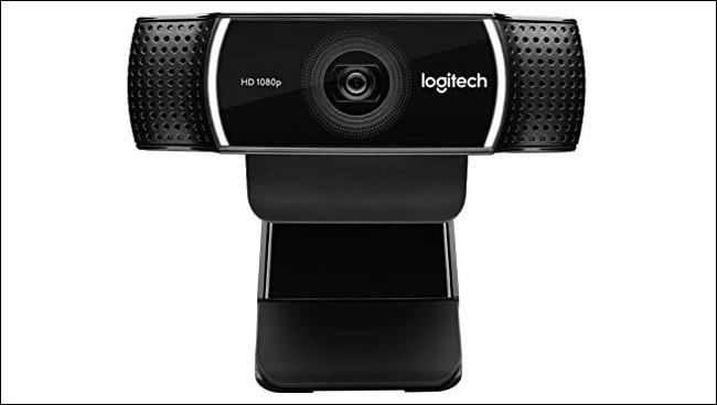 Uma webcam HD de encaixe Logitech.