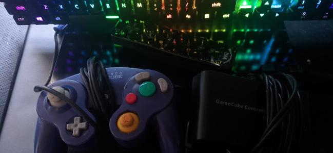 Controlador Gamecube conectado a um PC via USB
