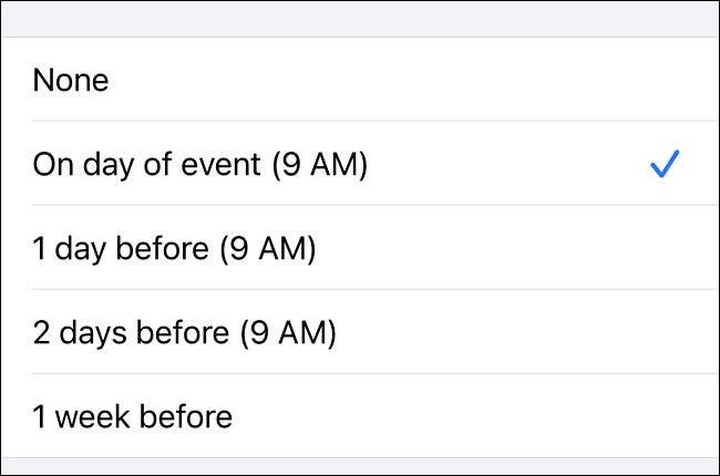 Nas configurações do iPhone, escolha um horário para ser alertado sobre aniversários na lista.