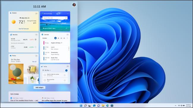 Widgets em uma área de trabalho do Windows 11.