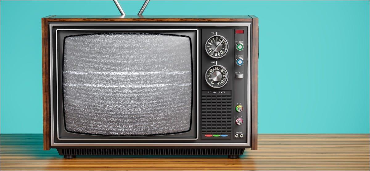Uma velha TV monocromática.