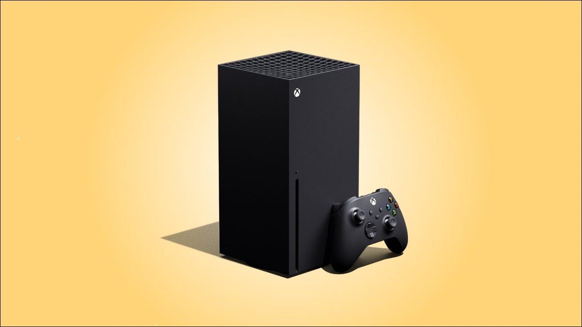 Xbox Series X em um fundo amarelo.