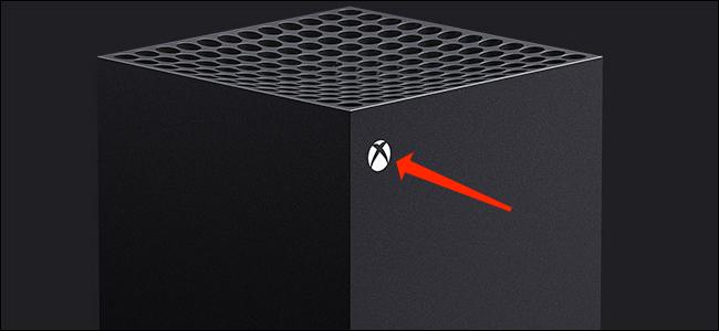 Caso você não consiga desligar o Xbox Series X | S nas configurações do sistema, você pode segurar o botão liga / desliga do console (o botão do logotipo do Xbox no console) por cerca de 10 segundos para forçá-lo a desligar.