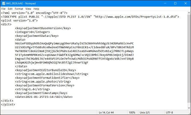 Um arquivo Apple AAE visualizado no Bloco de Notas do Windows